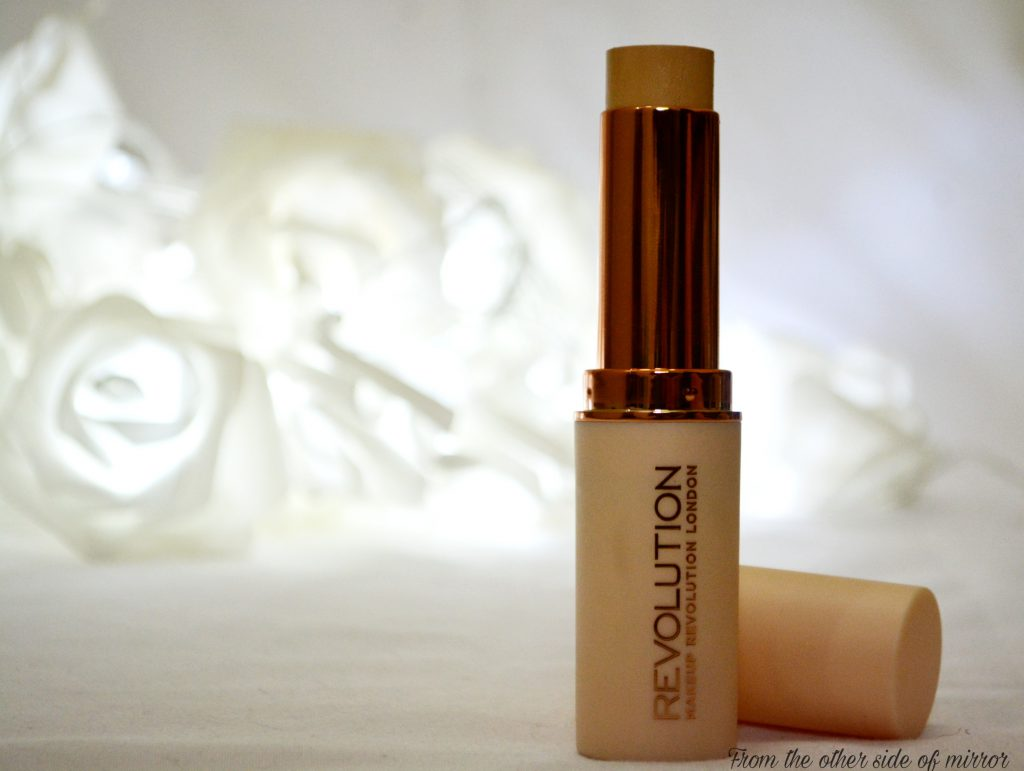 Makeup Revolution Fast Base Stick Foundation – Your foundation on the go (Review)